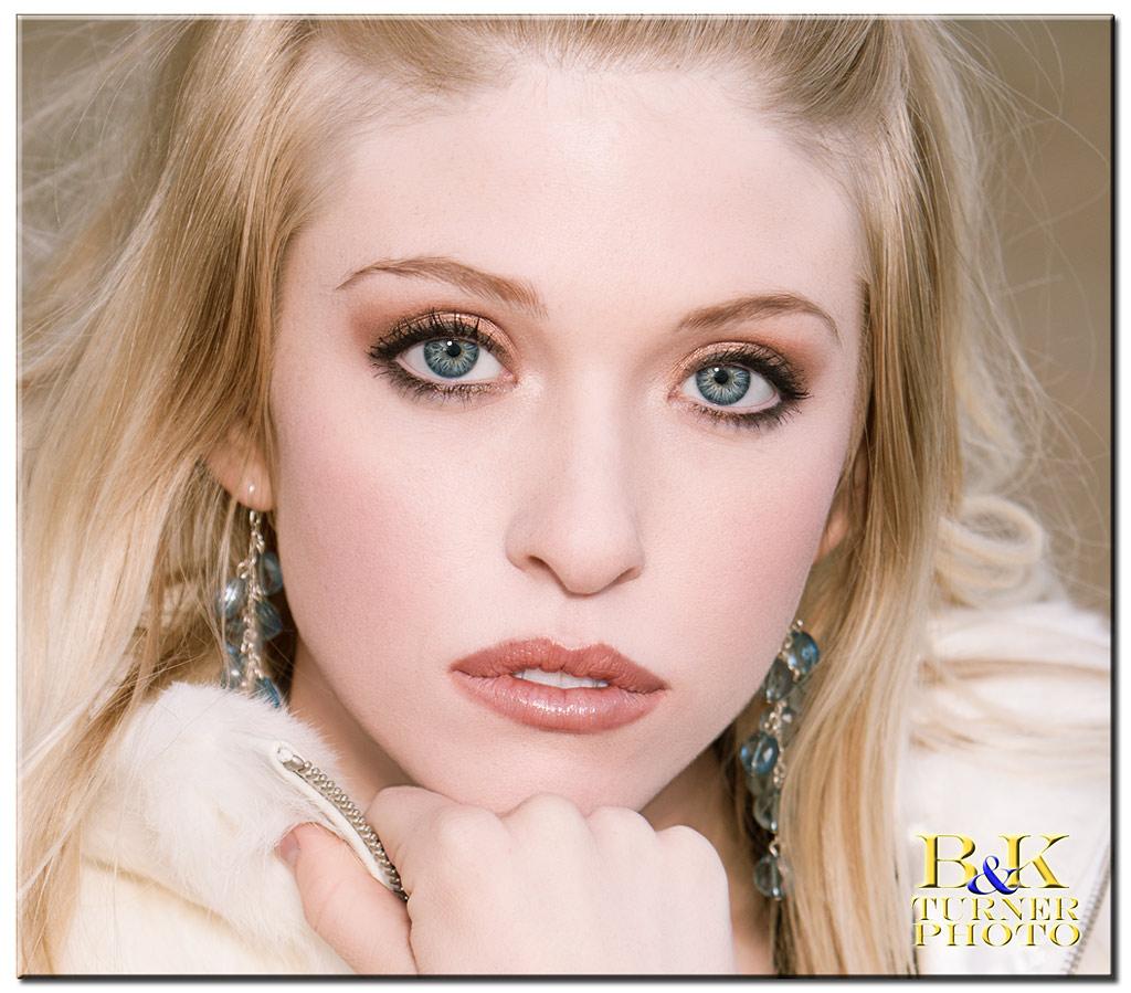http://www.bkturnerphoto.com/Models/SaraLoren/IMG_6060_crop.jpg